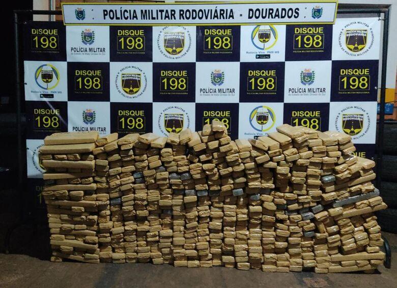 Polícia Militar apreende veículo carregado com drogas - Crédito: Divulgação/Polícia Militar