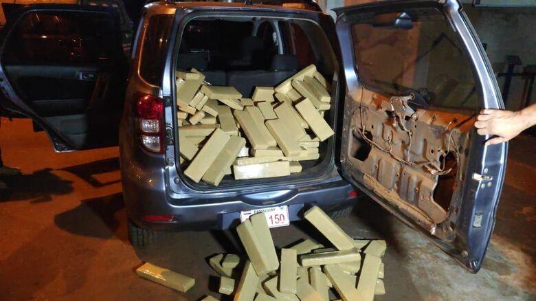 A maconha foi encontrada no porta-malas do veículo do traficante - Crédito: Divulgação