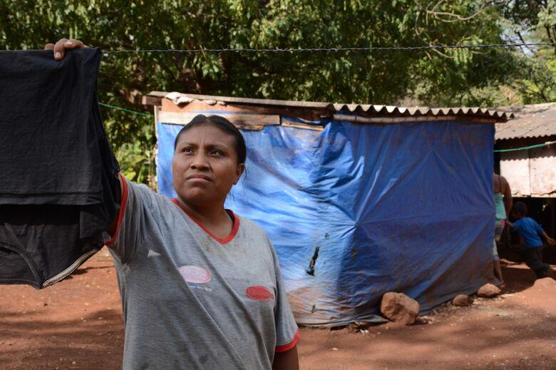 Em Dourados, mais de 2 mil famílias indígenas vivem debaixo da lona - Crédito: Divulgação
