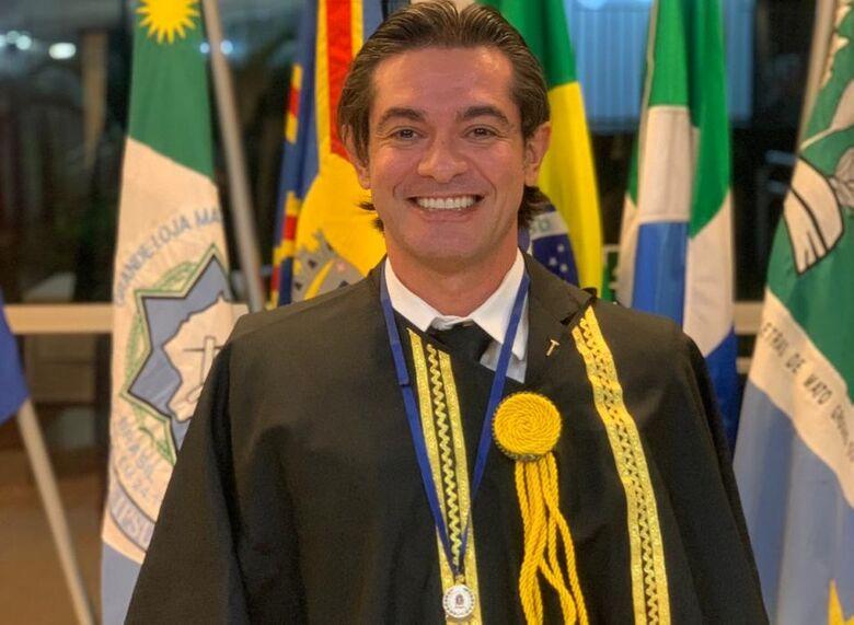 João Linhares é empossado na Academia Maçônica de Letras de MS -