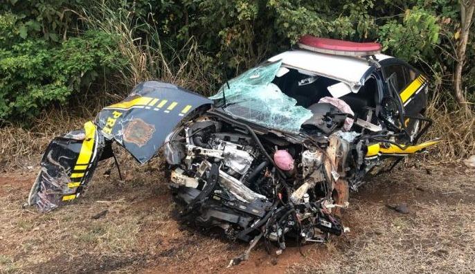 Viatura teve a frente e lateral destruída - Crédito: Rones Cézar/ Alvorada Informa