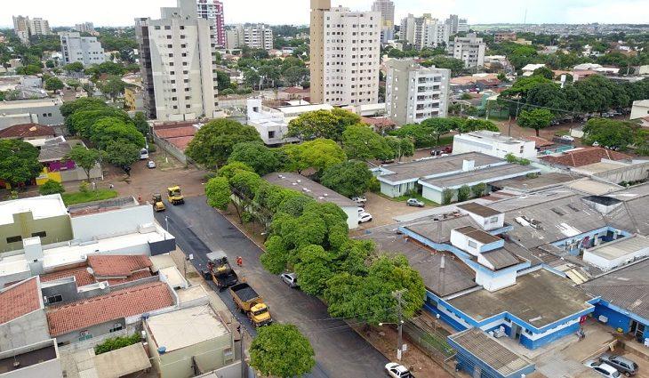 Centro de Dourados está sendo recapeado - Crédito: Eliel Oliveira