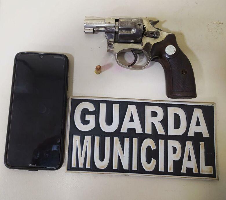 Guarda prende homem que ameaçou mulher e filho com revólver em Dourados -