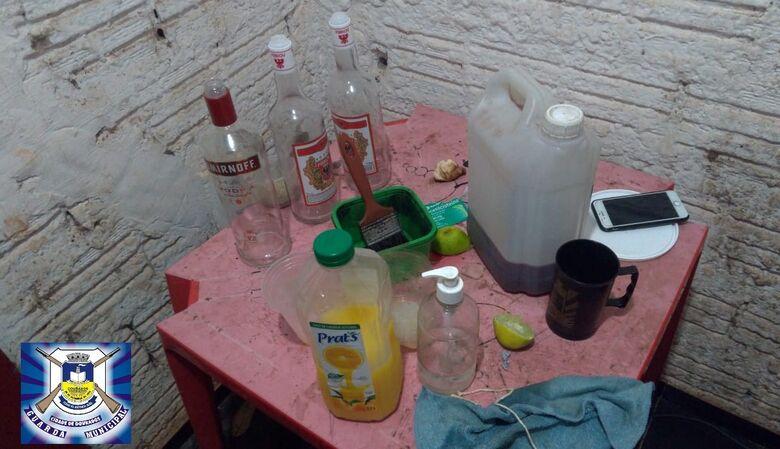 Guarda encerra aglomeração com bebida alcoólica e prende foragido -