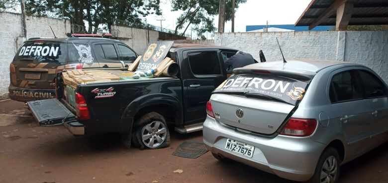 Traficante e batedor são presos pela Defron após perseguição - Crédito: Cido Costa