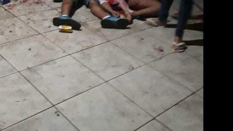 Ataque de pistoleiros mata 3 pessoas durante festa na fronteira -