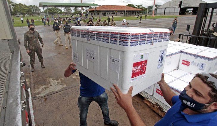 Mato Grosso do Sul recebe novo lote com 97.500 doses contra a Covid-19 neste domingo - Crédito: Saul Schramm