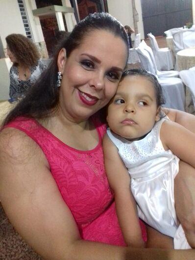 Jocikeli e a filha, Lívia - Crédito: Arquivo Pessoal