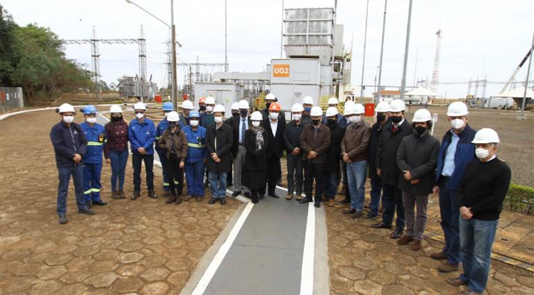 Ministro Bento Albuquerque, governador Reinaldo Azambuja e demais autoridades participaram da inauguração a usina termelétrica William Arjona - Crédito: Saul Schramm