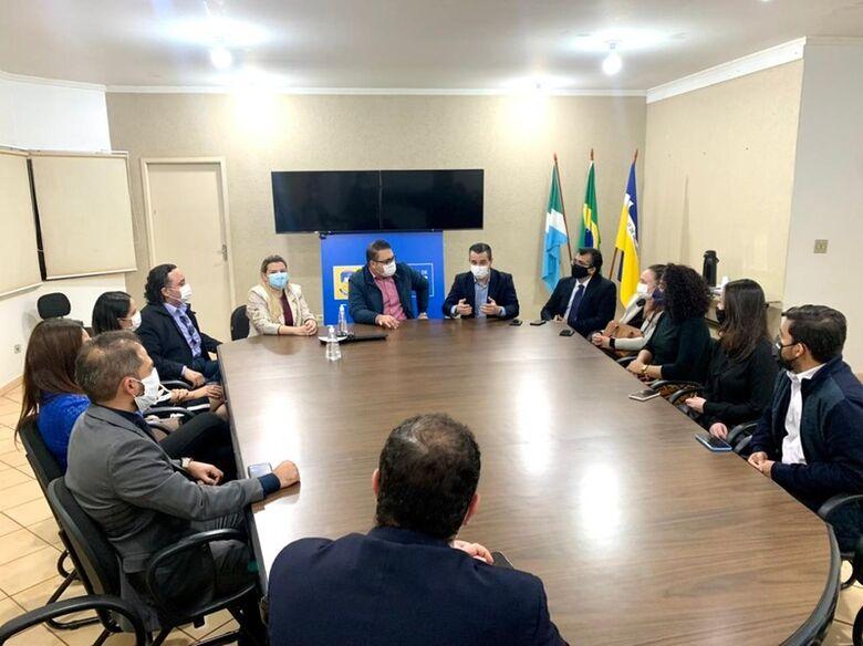 Reunião no fim da tarde de hoje com Diretoria da OAB, prefeito Alan Guedes e vereadora Daniela Hall - Crédito: Divulgação