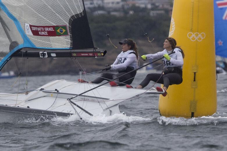 Martine Grael e Kahena Kunze são bicampeãs olímpicas na classe 49er FX - Crédito: Júlio César Guimarães/COB