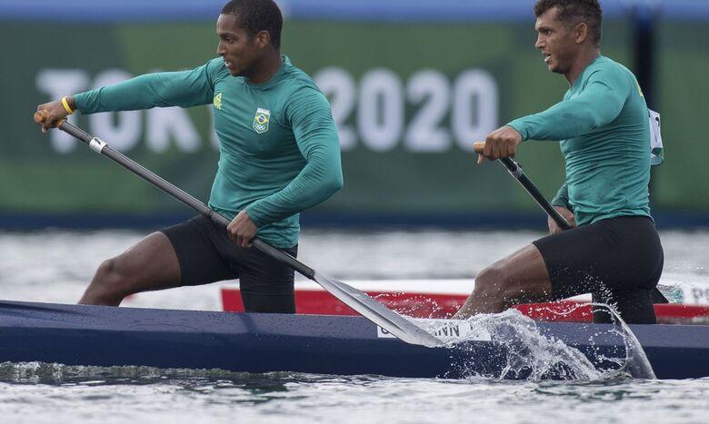 Isaquias e Jacky se garantem na semi da canoagem velocidade - Crédito: Julio Cesar Guimarães/COB