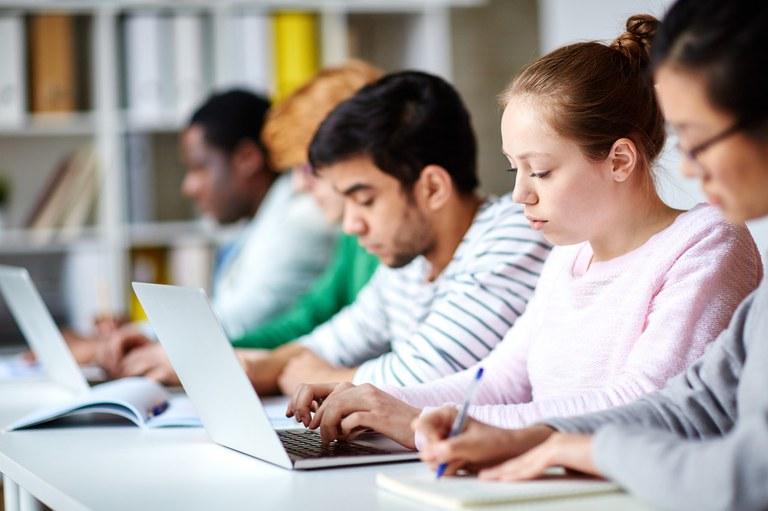 Escolas terão apoio técnico e financeiro para implantarem Novo Ensino Médio - Crédito: Banco de Imagens