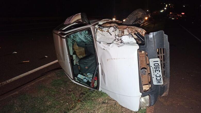 O motociclista colidiu com um veículo UNO - Crédito: Cido Costa