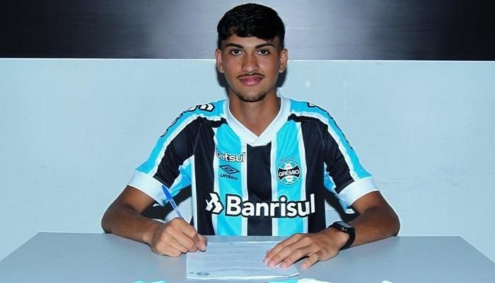 Douradense assina contrato com o Grêmio de Porto Alegre - Crédito: Dourados Esportivo