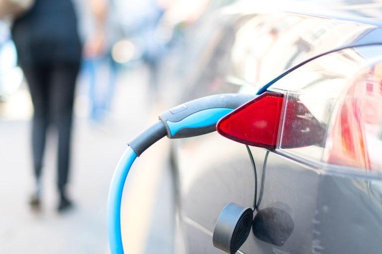 Brasil vai contar com laboratório para testes de baterias de carros elétricos - Crédito: Banco de imagens  O primeiro laboratório para ensaios de baterias para carros elétricos do Brasil vai s