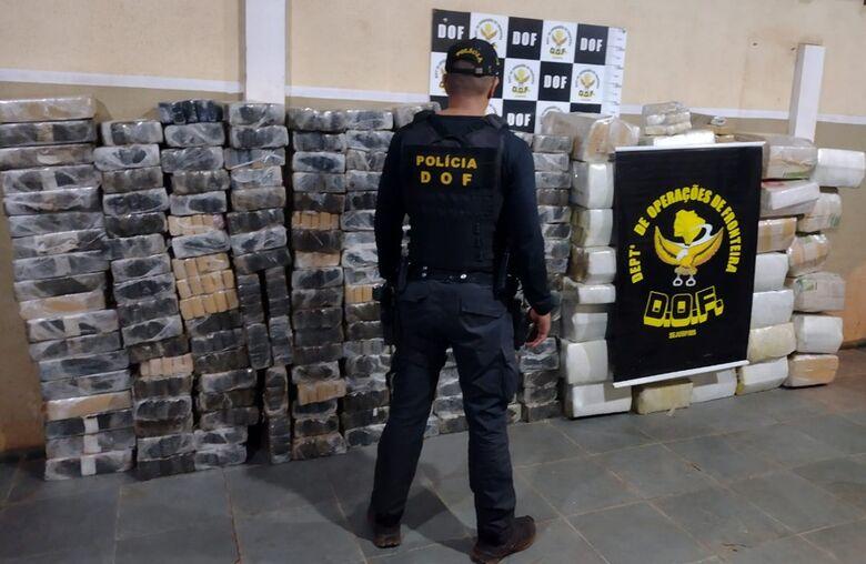 DOF apreende veículos carregados com mais de 1,6 toneladas de maconha -