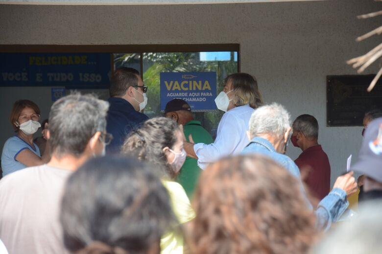 Dourados inicia vacinação dose 3 para profissionais da saúde -