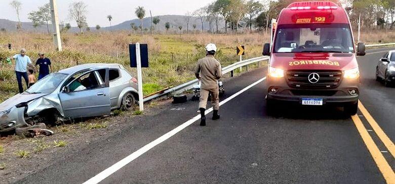 Carro perde o controle, capota e deixa três crianças feridas em rodovia de MS - Crédito: Clóvis Junior/ O Pantaneiro