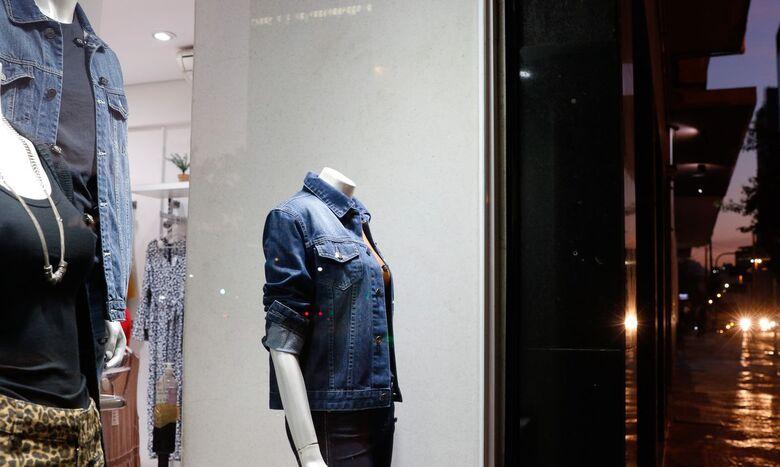 Confiança do consumidor recua 6,5 pontos em setembro, diz FGV - Crédito: Fernando Frazão/Agência Brasil
