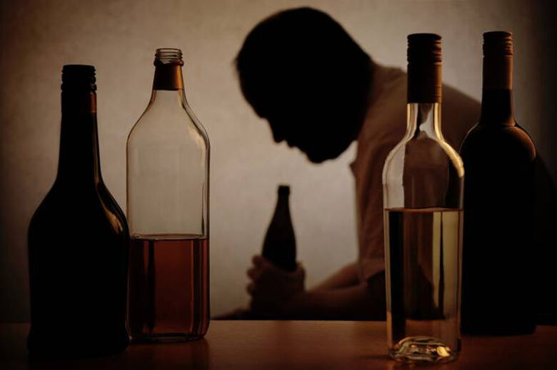 Homens na faixa etária de 30 a 39 anos são os que mais aumentaram o consumo de álcool - Crédito: iStock