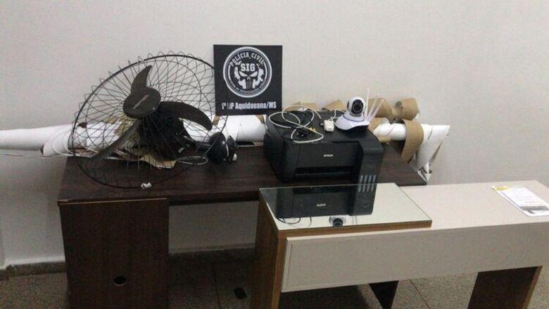 Mulher furta computadores e câmeras de universidade, vende objetos e usa dinheiro para colocar silicone - Crédito: Polícia Civil/Divulgação