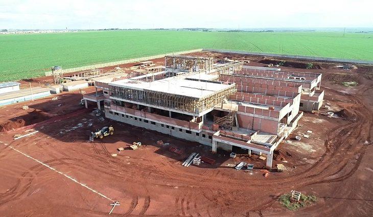 Hospital Regional de Dourados está em construção às margens da BR-463, saída para Ponta Porã - Crédito: Divulgação/SES