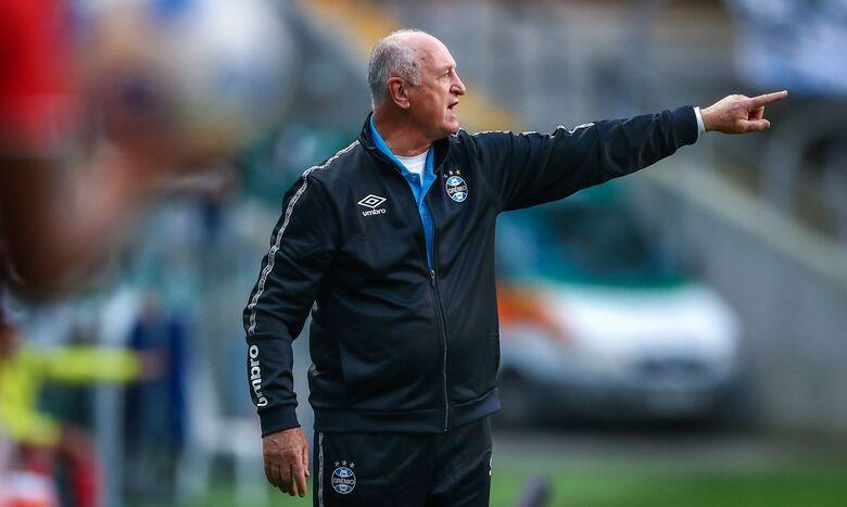 Felipão deixa comando técnico do Grêmio após derrota para Santos - Crédito: Lucas Uebel