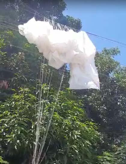Paraquedista faz pouso de emergência e fica enroscado em fios de alta tensão -