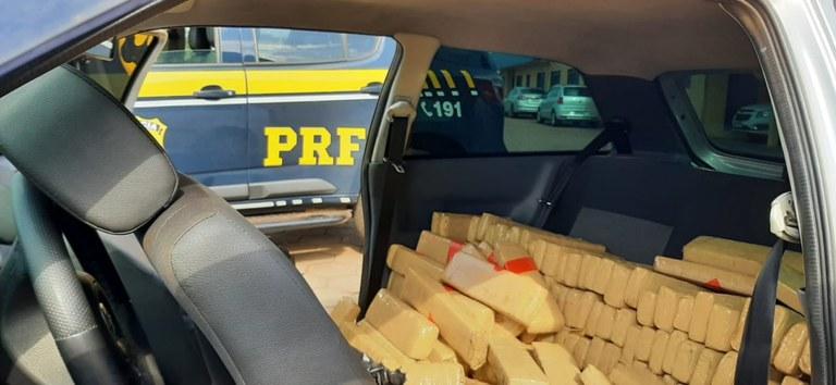 PRF apreende 400 quilos de maconha em Bataguassu -