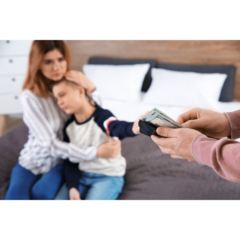 A partir do novo Código de Processo Civil, também pode ser imposta restrição de crédito ao devedor da pensão - Crédito: Banco de imagens