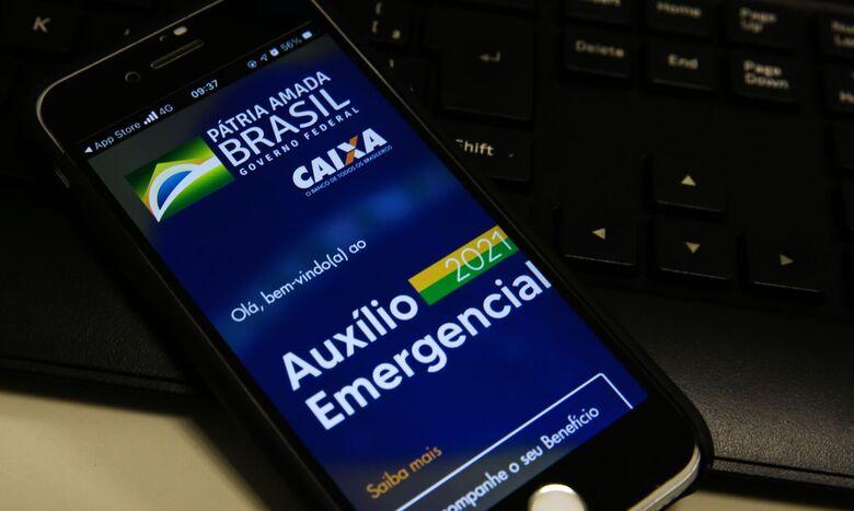 Trabalhadores nascidos em junho podem sacar auxílio emergencial - Crédito: Marcello Casal jr/Agência Brasil