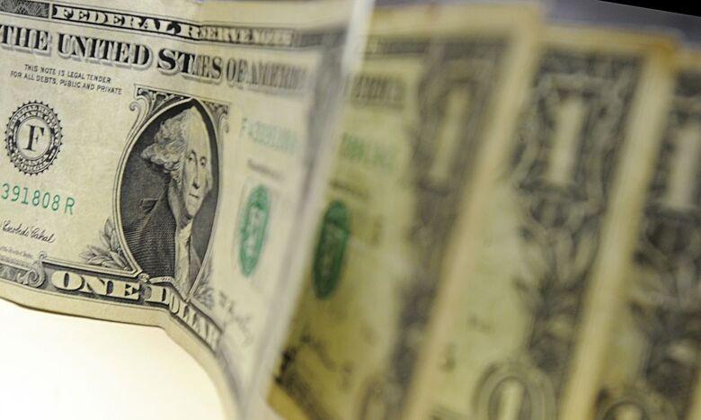 Dólar fecha com maior alta desde abril, custando R$ 5,537 - Crédito: Arquivo/Agência Brasil