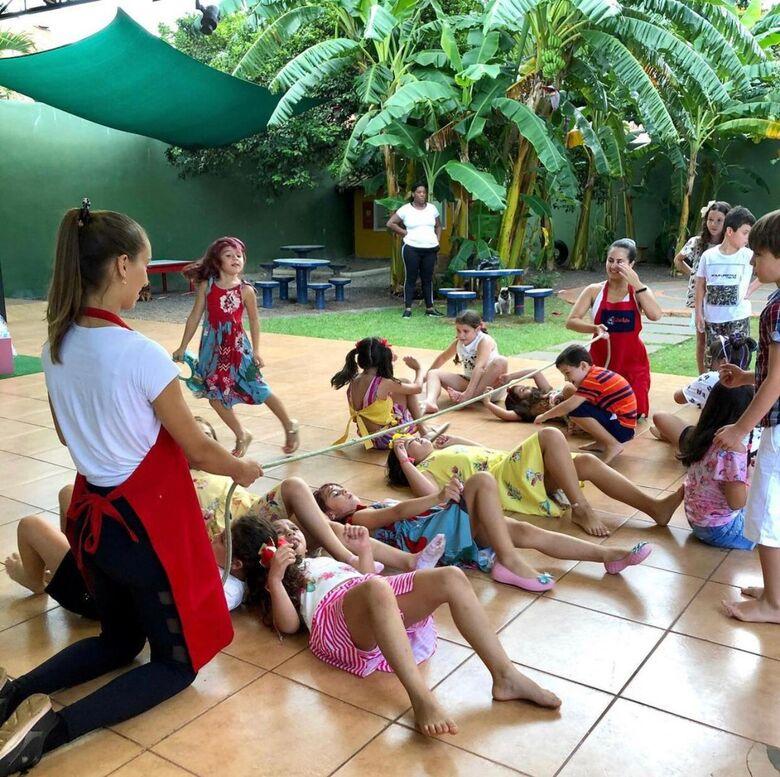 Crianças participando de jogos e brincadeiras corporais - Crédito: Divulgação