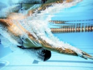 Douradense quebra recorde na natação -