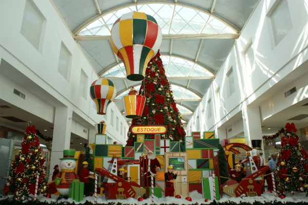 No shopping de Dourados uma fábrica de brinquedos é atrativo  Foto: Hédio Fazan -