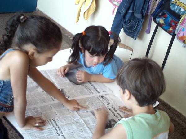 Leitura sobre os candidatos a presidência da república envolve crianças Foto: divulgação -