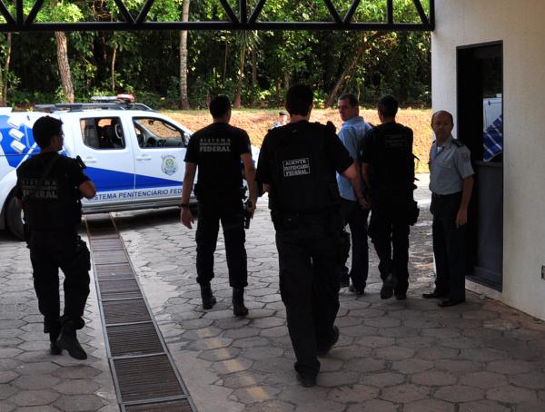 Momento em que Artuzi chega no TJ para prestar depoimento  Foto: João Garrigó - Crédito: Campo Grande News