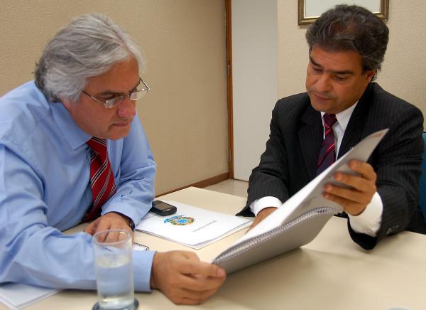 Senador Delcídio Amaral e prefeito Nelsinho Trad durante encontro ontem. Foto:divulgação  -