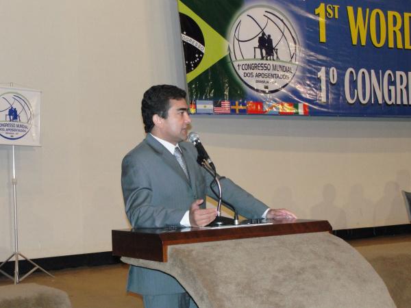 Paulo Paim, Warlei Gonçalves, ministro Gabas e deputado Marçal Filho durante o Congresso foto: divulgação  -
