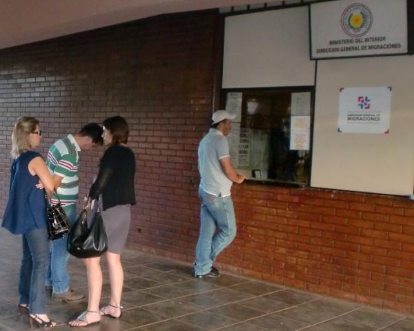 Brasileiros presos no Paraguai foram entregues a PF e transferidos para Marília-SP Foto: Senad/PY -