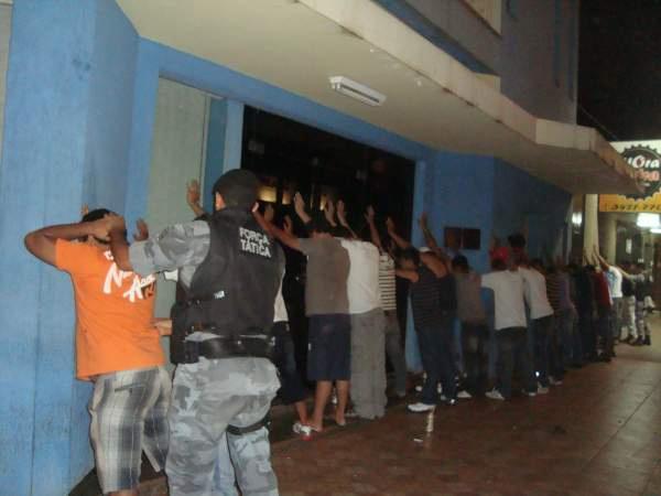 Arrastão da PM e GM restabelece a ordem na área central Foto: Cido Costa  -