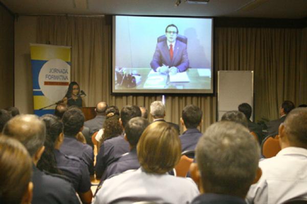 Secretário Nacional de Segurança falou por telão com os participantes do evento  Foto:Edemir Rodrigues -