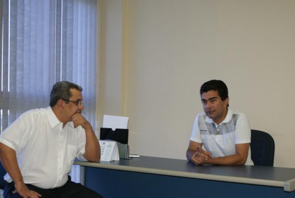 Deputado federal Marçal Filho conversa com o reitor da Uems,  Gilberto José Arruda Foto: Divulgação -