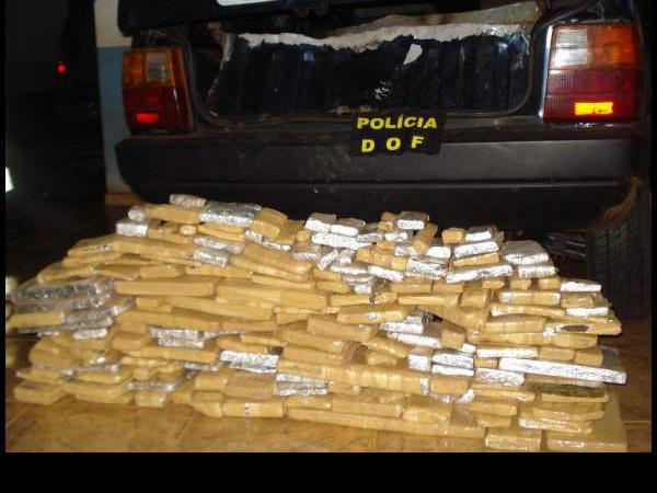 Droga estava escondida em fundo falso do veículo Foto: divulgação -