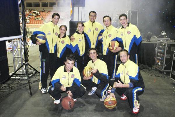 Ginastas acrobáticos representam MS no SBT Foto: Divulgação -