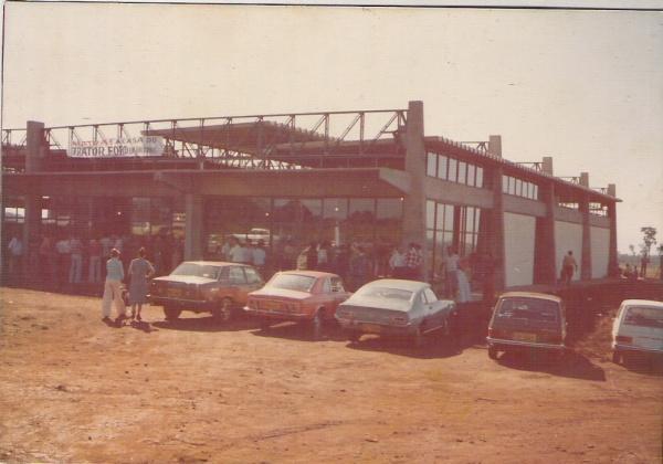 Fundada em 1976, Matra Tratores é concessionária New Holland em Dourados Fotos: Arquivo de família e Hedio Fazan -