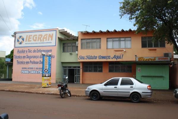 Fachada da Escola Técnica Iegran, onde estão instaladas salas do Projovem Trabalhador Foto: Hédio Fazan -