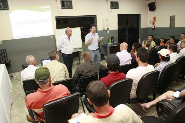 Prefeito Renato Câmara com palestrante sobre a piscicultura Foto: Paulo Cesar -