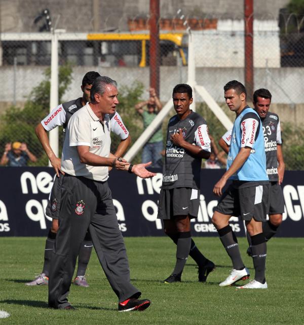 Tite continuará no comando do Corinthians, mesmo com a perda do título garante a diretoria Foto: Arquivo -